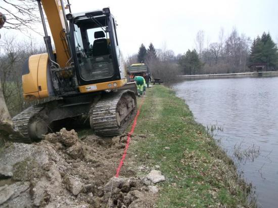 3..Commence les fouilles pour colmater la fuite.