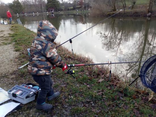Le petit pêcheur de 3 ans, c'est la relève !